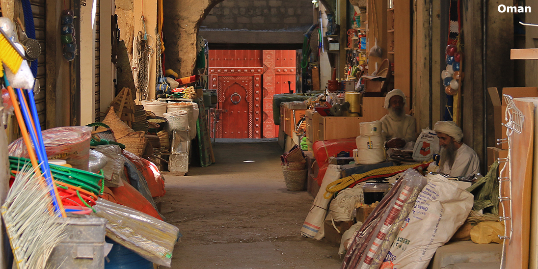 Nizwa-Souq-Oman-Happy-Lama-Travel