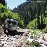 old-russian-4wd-through-Altyn-Arashan-gorge-kyrgyzstan